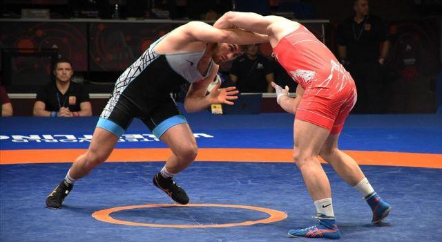 Serbest milli güreşçilerden 2 gümüş, 1 bronz madalya