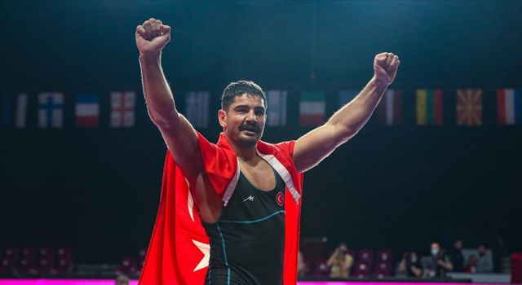 Avrupa Güreş Şampiyonası'nda altın madalya kazanan Taha Akgül gururlu