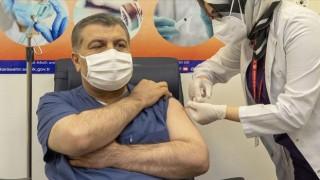 İlk CoronaVac aşısı Sağlık Bakanı Koca'ya yapıldı