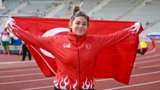 Milli atlet Özlem Becerek rekorunu güncelledi