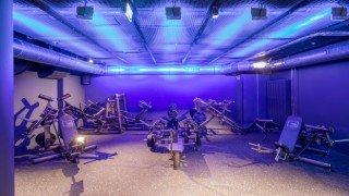 OSRAM, gün ışığına bağlı aydınlatma ile First-Class Fitness Studio'da esnek bir ambiyans oluşturdu