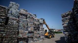 Plastik atıklar geri dönüşümle sektörlere ham madde oluyor